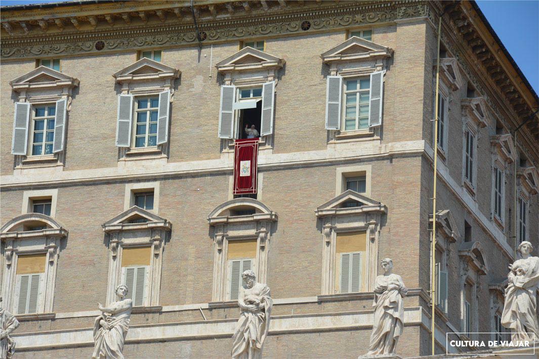 El Papa predicando el Ángelus