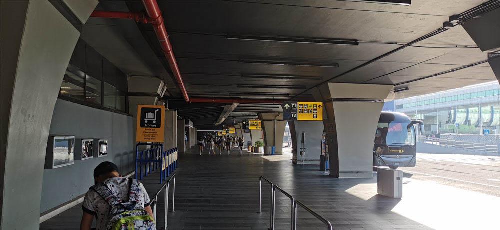 Exterior de la terminal de llegadas en Fiumicino